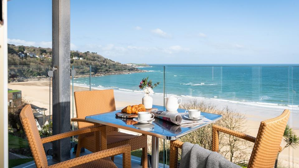 Gaze across the stunning Carbis Bay beach while enjoying a leisurely breakfast on the private balcony.