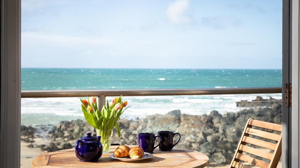 Balcony with panoramic sea views.