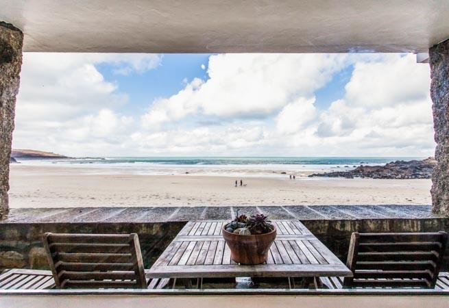 Large, beach level patio balcony with superb views over Porthmeor beach.