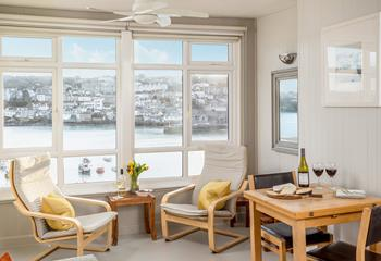 Sunnyside Apartment 5, Sleeps 5 + cot, The Wharf.