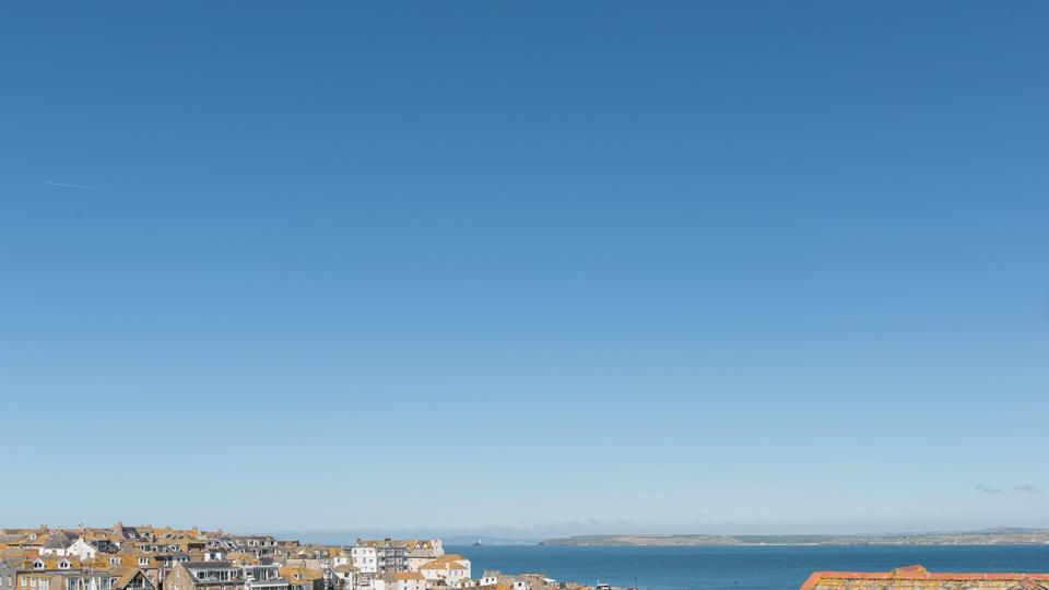 The property is ideally located to explore St Ives.