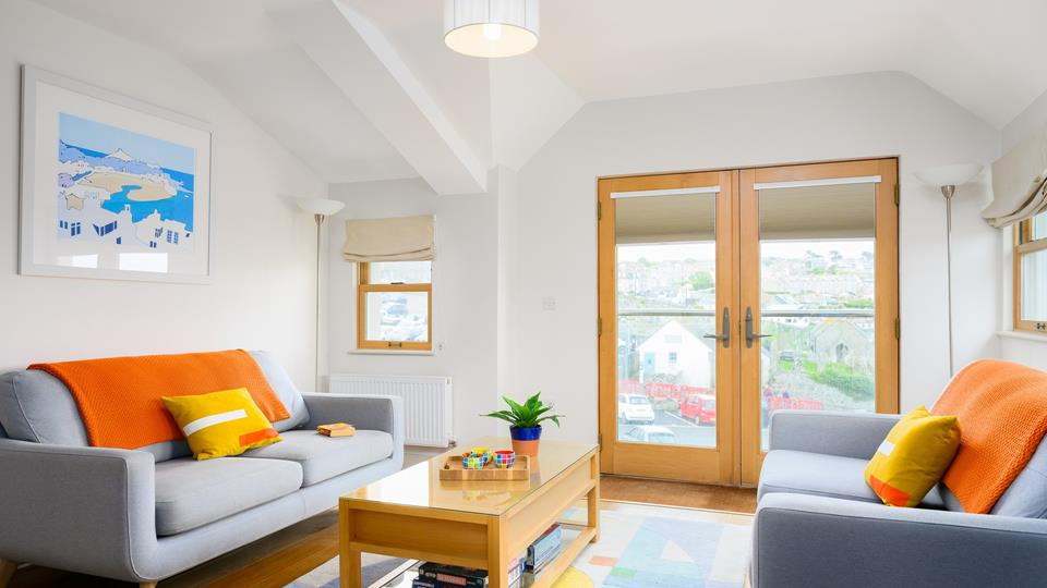 The living space has oak double patio doors onto a Juliet balcony overlooking St Ives town.