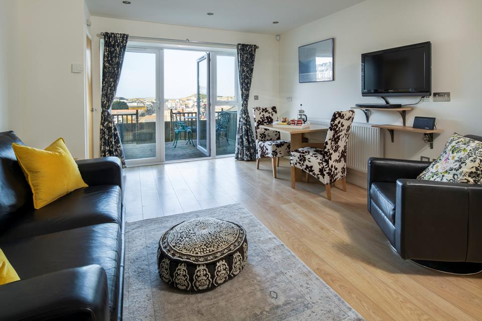 Open plan living/dining area with views to St Ives harbour.