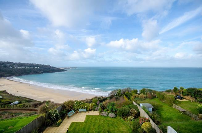 Landscaped communal gardens and stunning sea views.