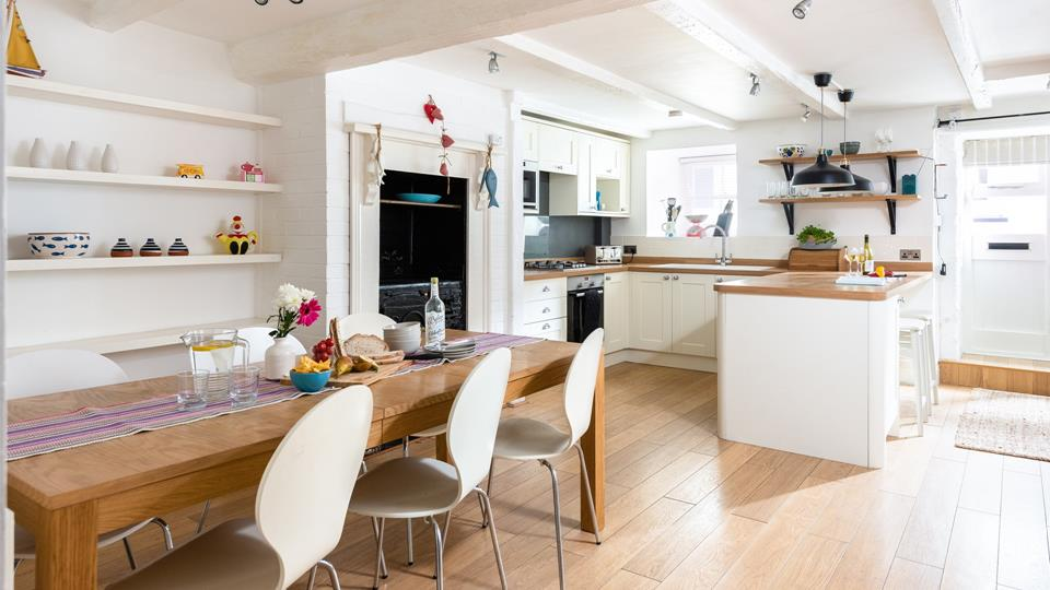 Large spacious kitchen and dinning area, perfect for family meals