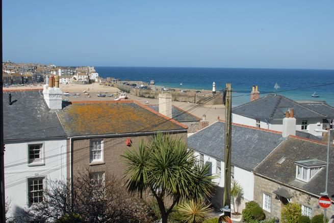 These wonderful harbour and sea views can be enjoyed from the sitting room.