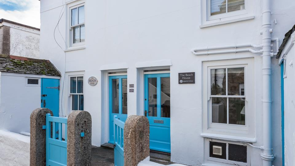 The entrance to The Beach House, St Ives.