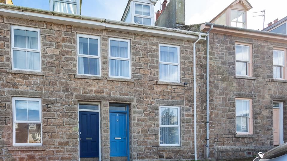 A beautifully renovated St Ives town house with parking space on your doorstep.