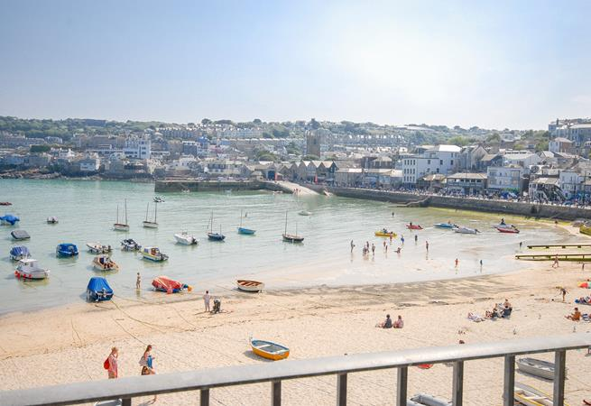 Stunning harbour views from Juliet balcony.