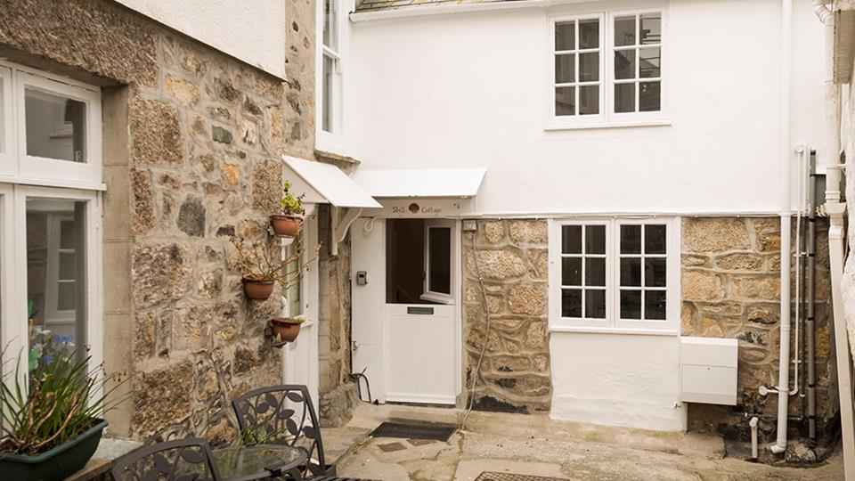 Shell Cottage is located in the quaint Hicks Court on The Digey.