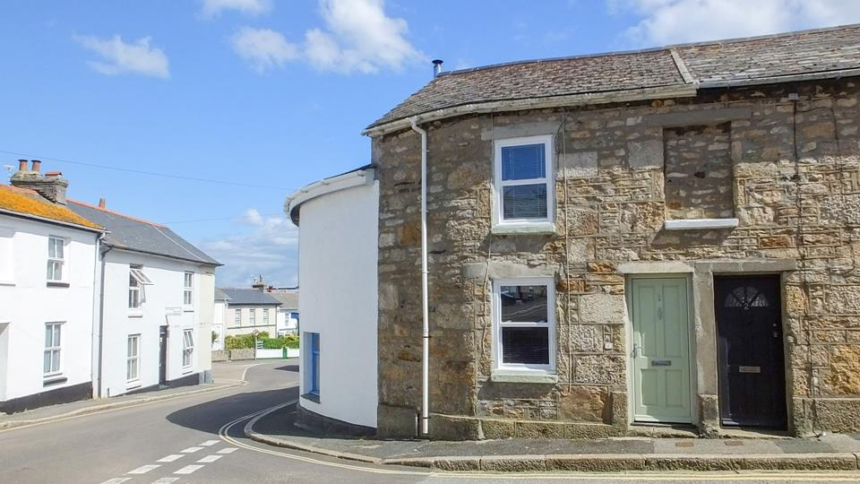 Cosy cottage for two in central Penzance, easy access to the train station.