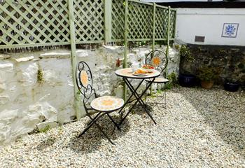 The bistro table and chairs in the courtyard captures the Cornish sun.