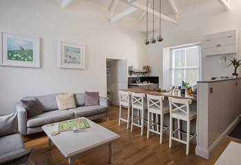 Stableyard Cottage, Sleeps 4 + cot, Marazion.