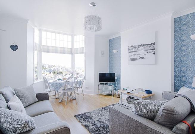 Beautifully presented sitting room.