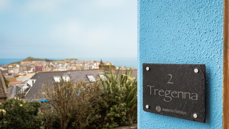 Perfectly positioned house which overlooks St Ives town, harbour and the Island.