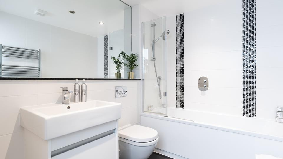 The modern main bathroom.