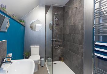 The funky en suite shower room.