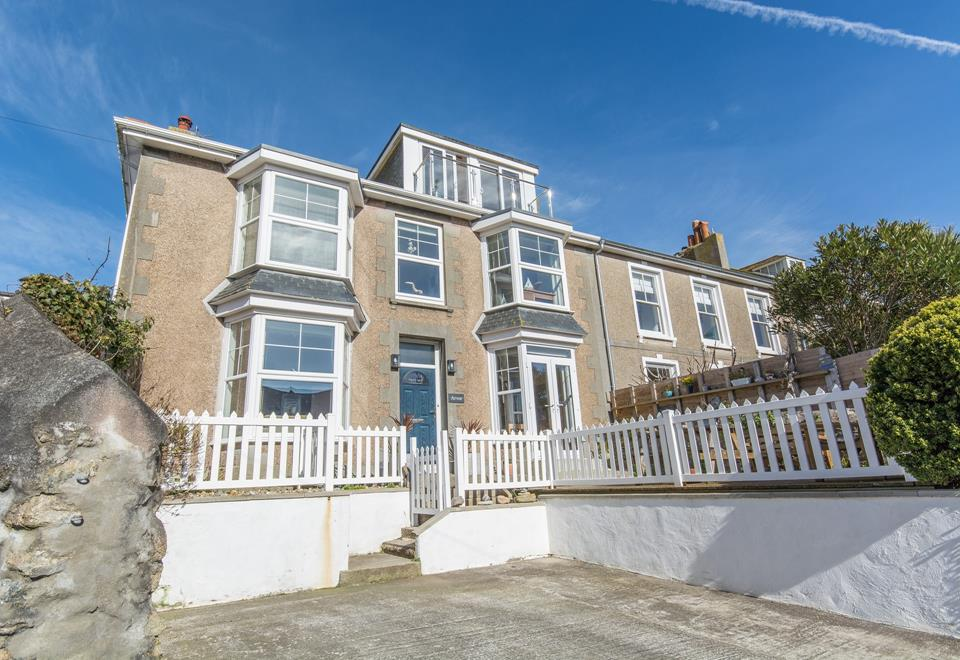 Arvor with parking and front garden area.