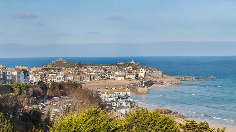 The view from Bay Hill Cottage is beautiful encompassing St Ives Harbour, beach, town and vast ocean.