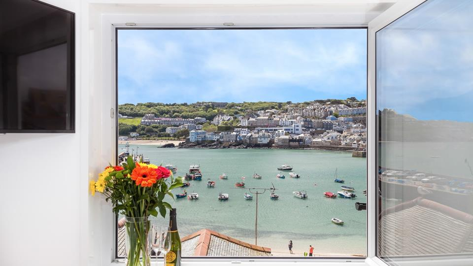 Getting its namesake from its exquisite harbour views, Harbour Watch is tucked away in the heart of St Ives.