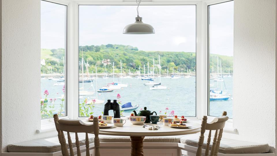 Meals together are made all the more enjoyable by the spectacular harbour views!