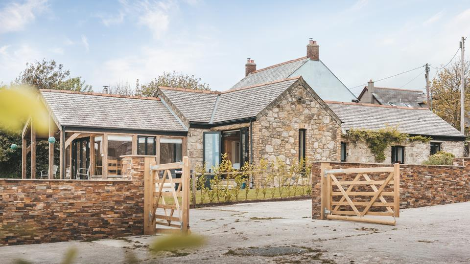 Snug Barn is a gorgeous barn conversion, located within the grounds of this working farm.