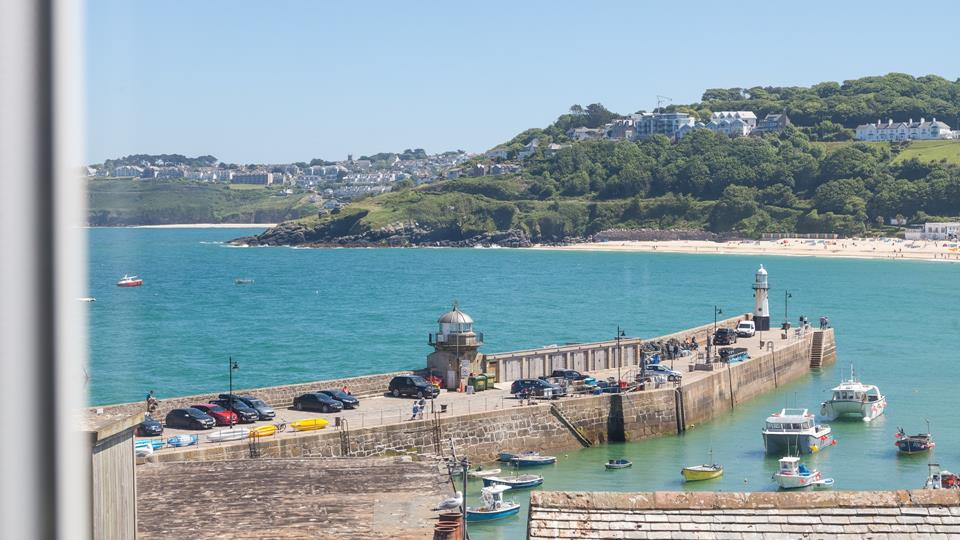 Located in the heart of St Ives, Seascape enjoys exquisite views.