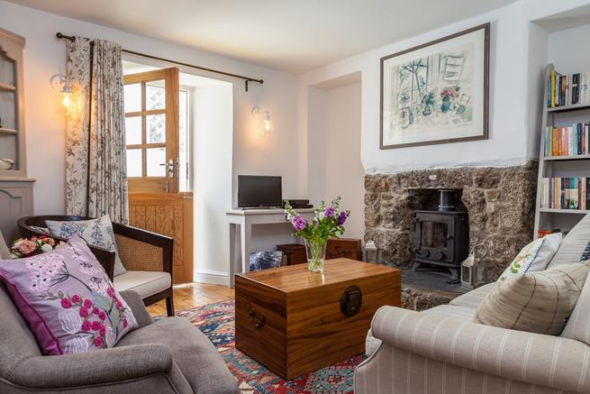 Cosy up by the woodburner in this charming fisherman's cottage.