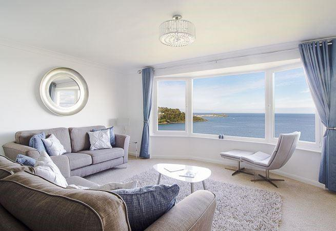 Sitting area with glorious sea views.