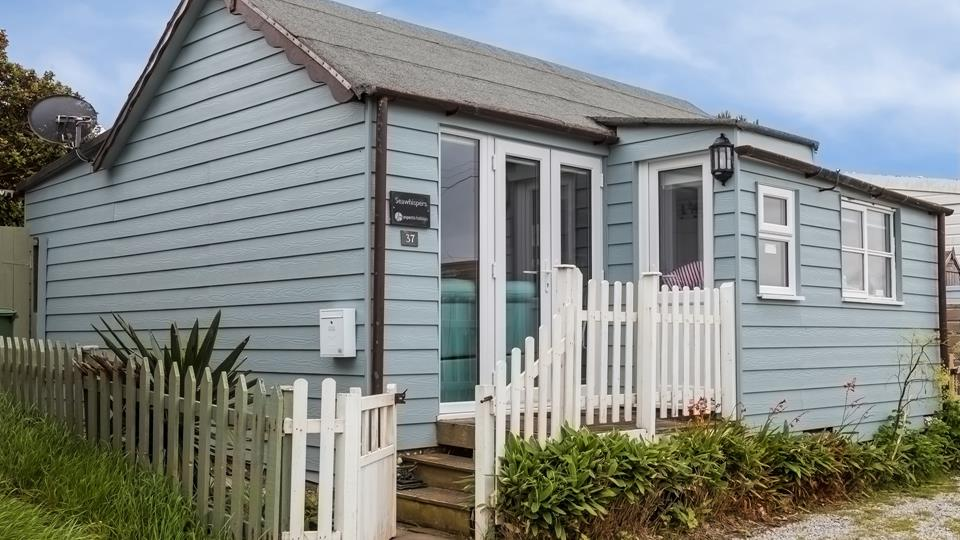 This gorgeous beach chalet is located on Gwithian Towans with Hayle's famous three miles of golden sand on it's doorstep.