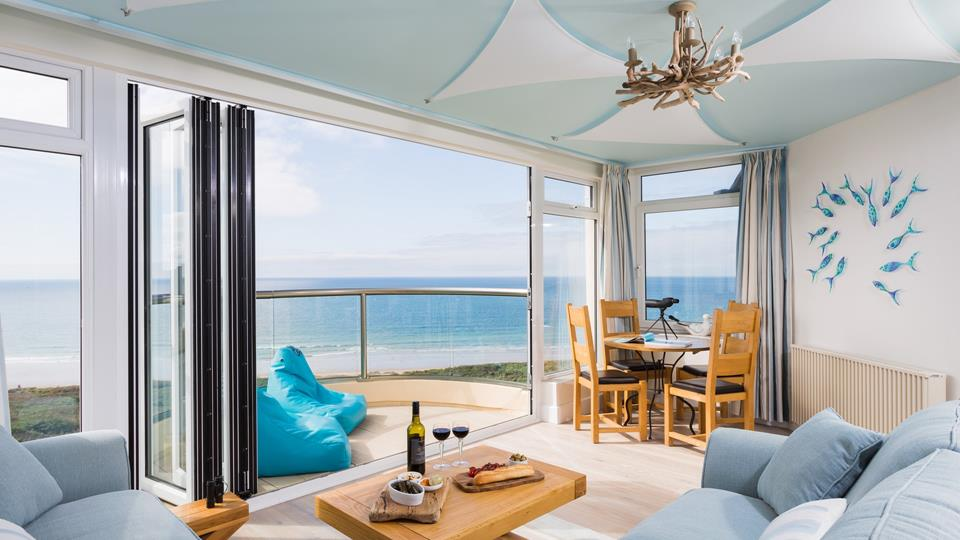 Located in Praa Sands, this exquisite penthouse overlooks the mesmerising Praa Sands beach.