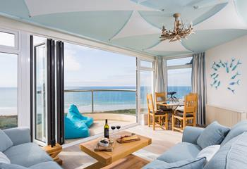 Beachview Penthouse, Sleeps 4 + cot, Praa Sands.