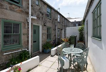 The Hideaway - Bedford Place in St Ives Town