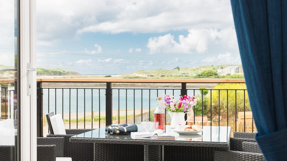 Enjoy breakfast with a beautiful view of Hayle estuary on the private balcony.