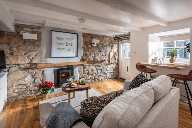 This charming traditional cottage offers the perfect base to explore St Ives and West Cornwall.