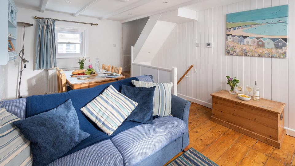 A characterful fisherman's cottage, Cherry Cottage is just a mere stroll from the golden sands of Porthmeor beach!