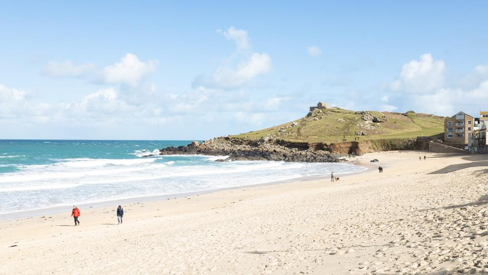 Make the most of the properties brilliant location and head out early to grab yourself a great spot on the beach!