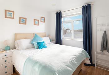 The king sized bedroom is decorated in soothing hues of pastel green and has zip and link (king or twin) beds.