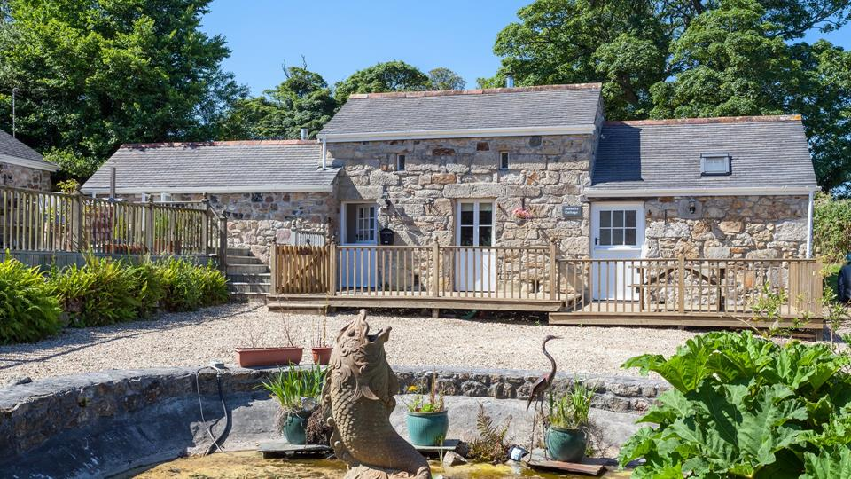 This stunning little barn conversion is a hidden gem with beautiful surroundings and parking for guests.