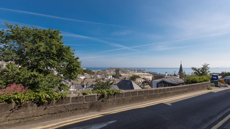 The cottage is a wonderful base from which to explore the many and varied local attractions St Ives has to offer.