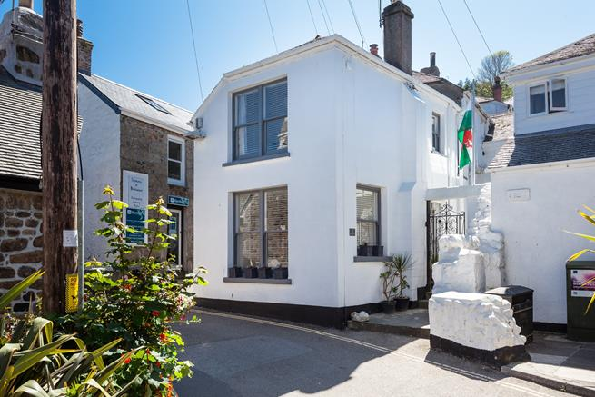 Chy Bean is a perfect cottage for exploring the treasures of Mousehole.