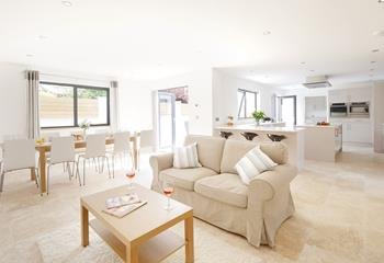 Tregenna House, Sleeps 10 + 2 cots, Bude.