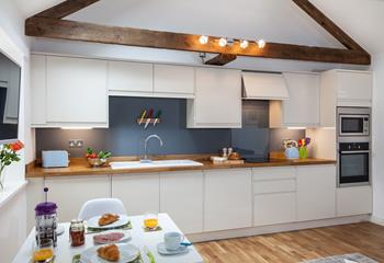 The spacious kitchen has everything you need to prepare a delicious feast or a picnic to take with you on your coastal adventures.