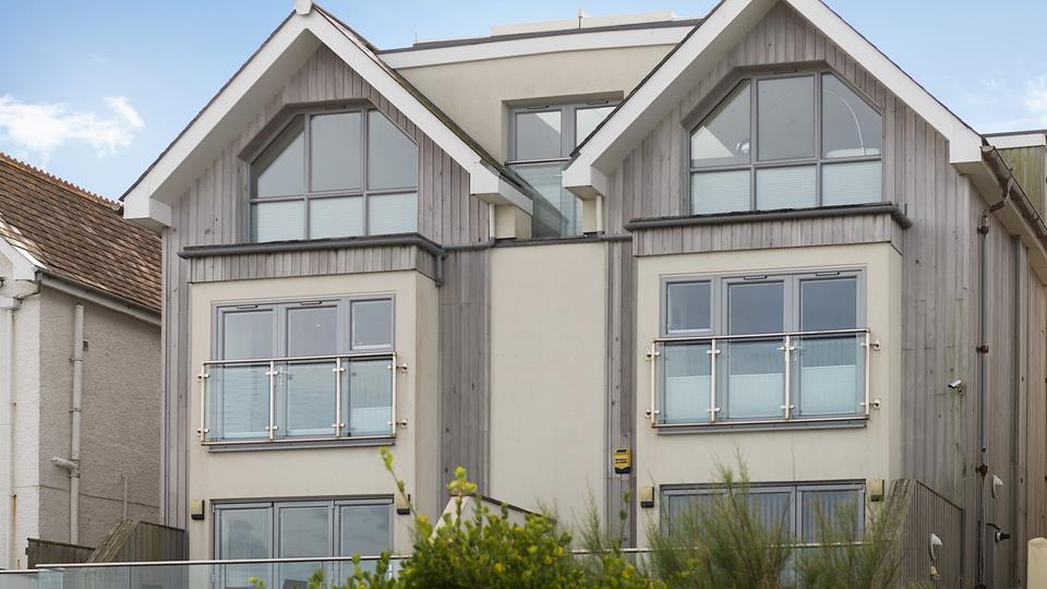 Situated on Esplanade Road, 6 Fistral Beach is in a superb location right above Fistral beach.