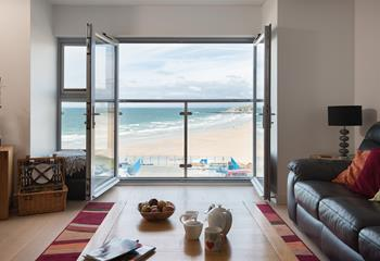 6 Fistral Beach Apartment, Sleeps 4 + cot, Newquay.