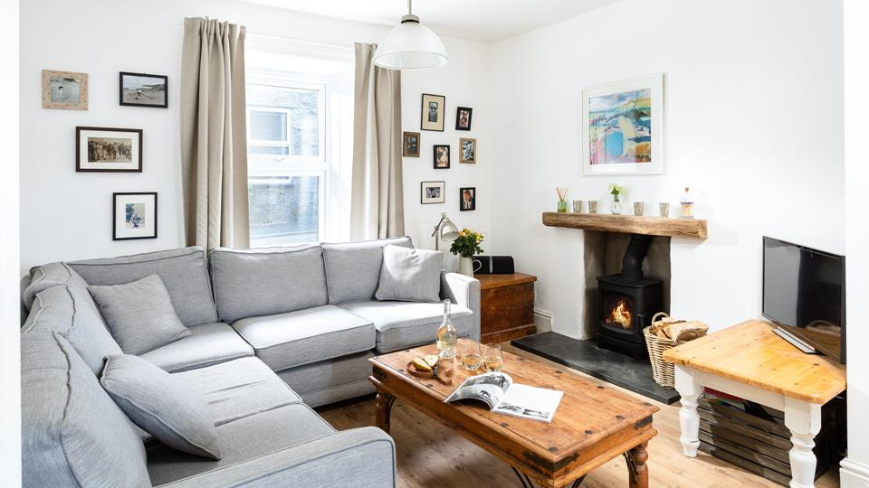 A lovingly restored cottage, Podes benefits from an incredible location, just ten minutes from either Porthmeor or Porthminster beach.