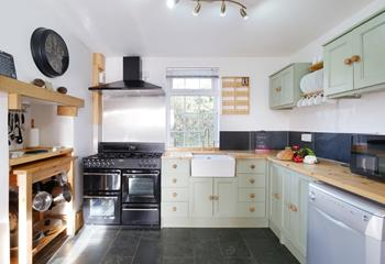 Ivyleaf Cottage, Sleeps 8 + cot, Bude.