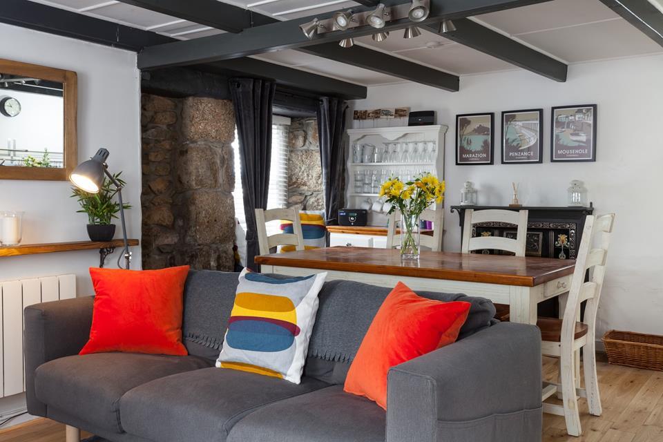 Cosy modern sitting room.