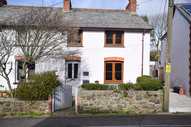 This pretty cottage is in one of the oldest parts of Bude, it has great character and atmosphere in this part of town.