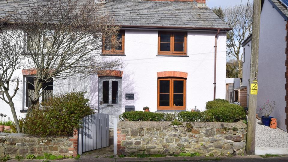 This pretty cottage is in one of the oldest parts of Bude, an area filled with character and a welcoming atmosphere.